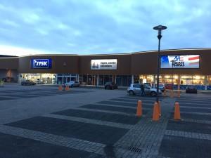 JYSK, Castelli, SeatsandSofos verlichte gevels Aan de Kade